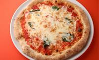 イタリア産チーズたっぷりのマルゲリータピッツァ